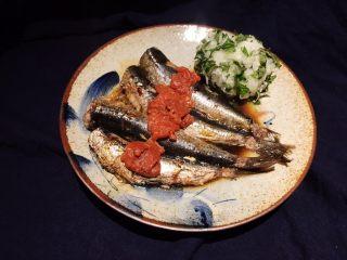 梅子蒸沙丁鱼,食用时搭配萝卜紫苏!啧啧啧!完美!