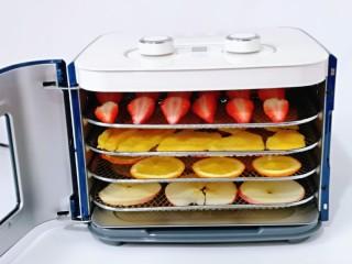 自制零添加水果干,果干机60度提前预热5分钟。