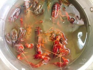 椒盐小龙虾(非油炸版),浸泡两个小时
