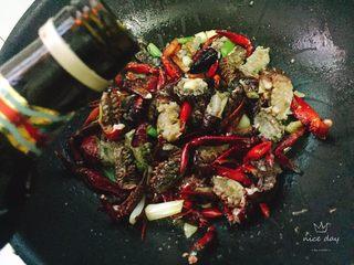 椒盐小龙虾(非油炸版),接着放入料酒