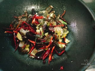 椒盐小龙虾(非油炸版),大火煎炒的时间要久一点