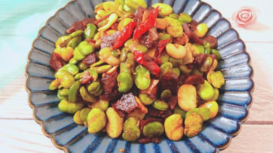 香肠炒蚕豆