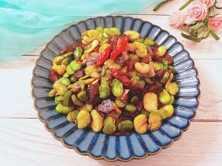香肠炒蚕豆,蚕豆绵绵口感,香肠辣香,非常好吃