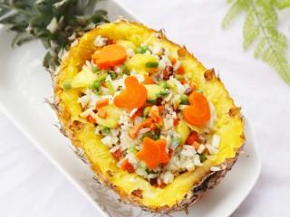 色彩缤纷的菠萝炒饭,非常好吃。