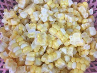 鲜榨玉米汁,玉米洗净,切丁