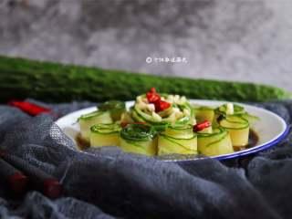 响油黄瓜卷,简单的黄瓜换一种吃法瞬间洋气起来了