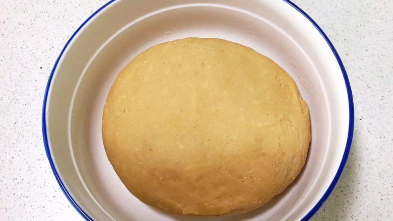 奶香红糖大馒头,揉成光滑的面团盖上保鲜膜饧发至一倍大