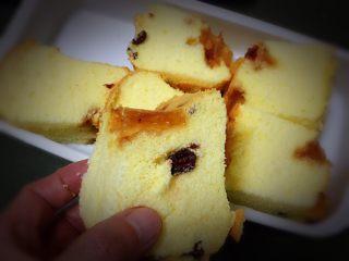 蔓越梅玉枕蛋糕,拿一块看看就有食欲。