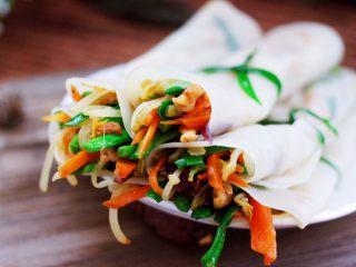 三丝春卷~饺子皮版,依次做完所有的春卷,就可以享用了。