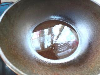 木耳荸荠炒肉片,起锅烧油