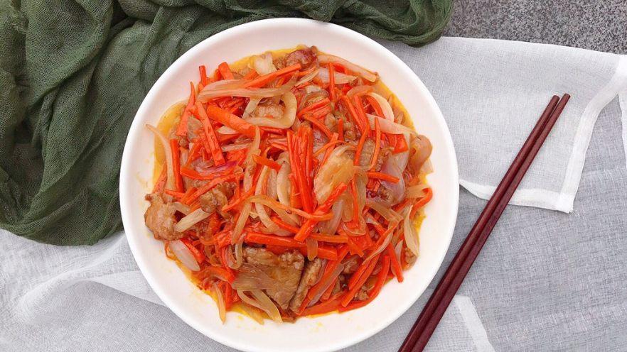 洋葱炒胡萝卜