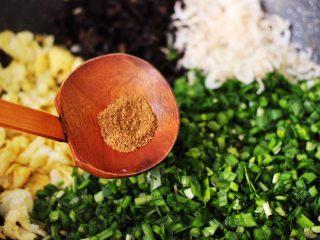鹅蛋韭菜翠玉盒子,加入花椒粉增加香味。