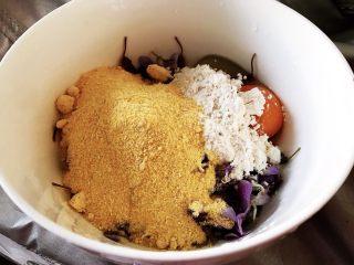 藤萝花饼,吃下整个春天,加入玉米面和白面,玉米面和白面的比例是1:2,加入盐和五香粉。