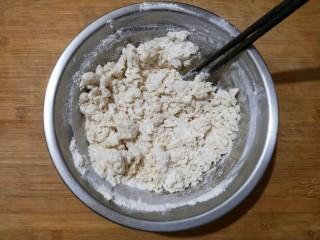 霜糖油条,用筷子搅拌成雪花状。