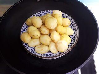 红烧土豆,小土豆蒸熟了
