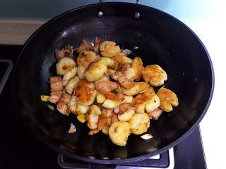 红烧土豆,翻炒均匀即可,红烧土豆做好了~