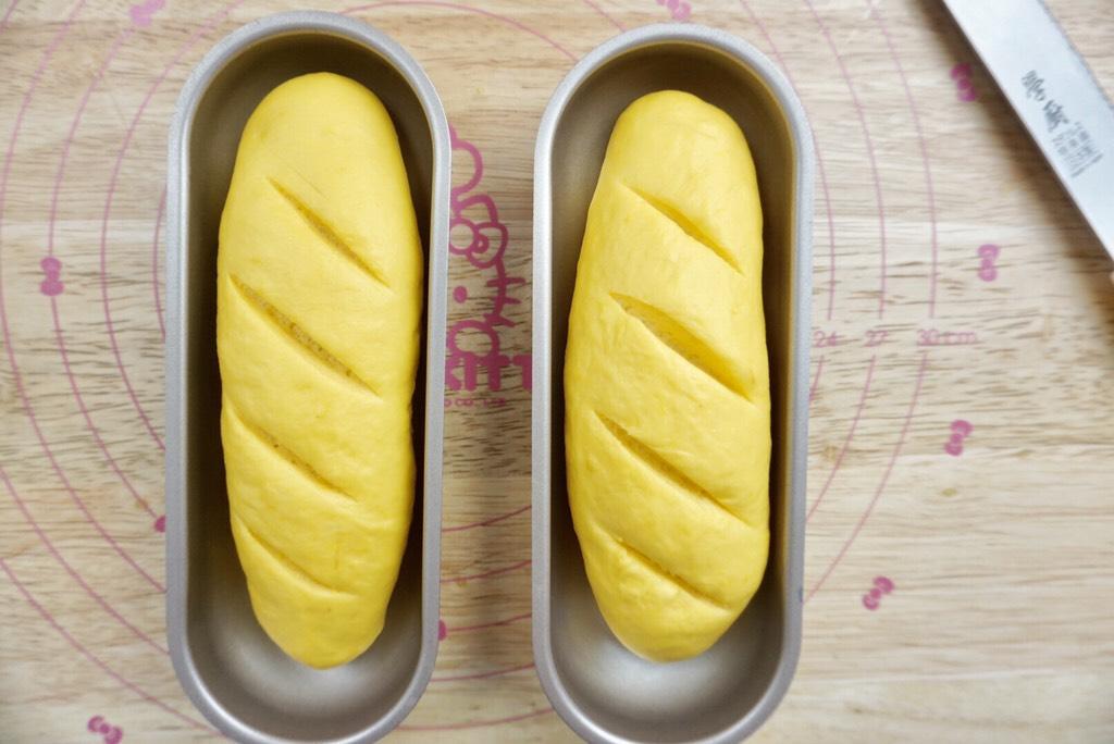 南瓜椰蓉面包条,表面切口</p> <p>
