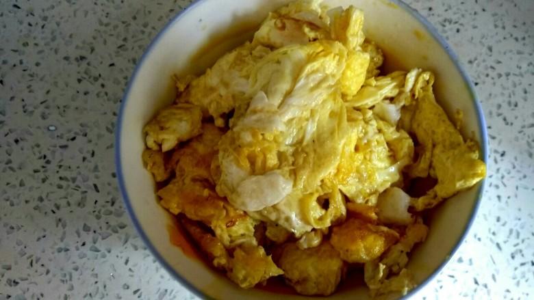 蘑菇尖椒炒鸡蛋,盛出待用