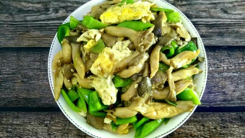 蘑菇尖椒炒鸡蛋,成品图