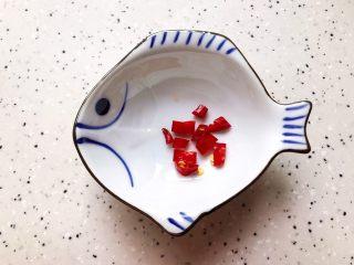 蚝油腐竹玉米笋,<a style='color:red;display:inline-block;' href='/shicai/ 86464/'>干红辣椒</a>去蒂洗净之后切碎