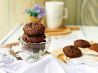 淡奶油巧克力软曲奇,取出后稍晾凉即可食用。