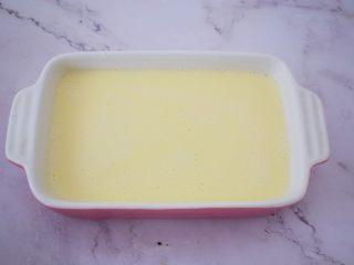 酸奶蔓越莓糕,倒入面糊