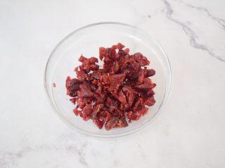 酸奶蔓越莓糕,蔓越莓切碎备用