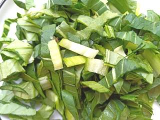 土豆疙瘩汤,青菜切碎