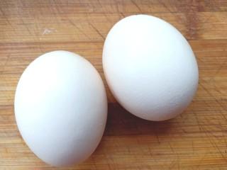 土豆疙瘩汤,取<a style='color:red;display:inline-block;' href='/shicai/ 9/'>鸡蛋</a>两个