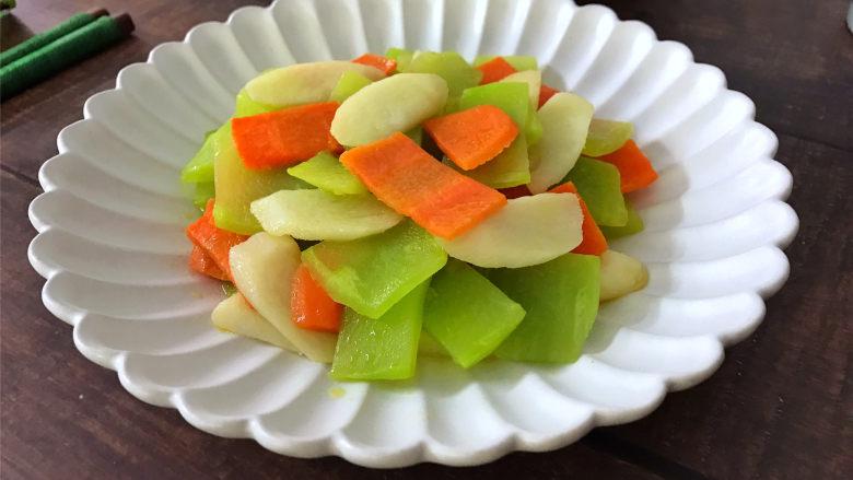 山药胡萝卜炒莴笋,口感清脆,味道鲜美,快手简单的山药莴胡萝卜莴笋。