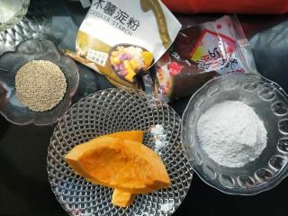 南瓜糯米夹心饼,准备食材,如果没有木薯粉可以全用糯米粉。或者用玉米淀粉。