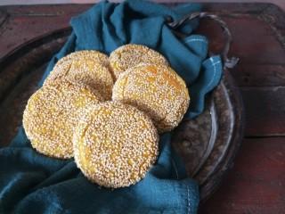 南瓜糯米夹心饼,烤好的南瓜饼。