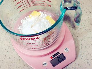面包店的畅销款之~帕帕罗蒂【咖啡墨西哥面包】,这时制做墨西哥酱。软化的黄油加入糖粉,压拌均匀