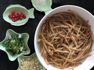 #爽口凉菜#凉拌黄花菜,材料准备好,黄花菜提前泡发好