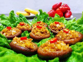 蒜蓉蚝油香菇,香菇的营养价值很丰富适合各类人群食用