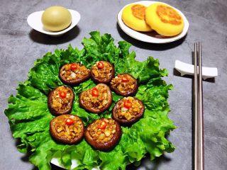 蒜蓉蚝油香菇,搭配小火烧和鸡蛋一起吃就更美味