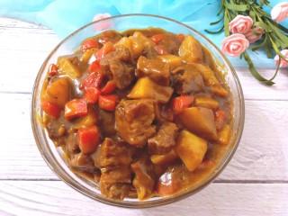 咖喱牛腩土豆,米饭蒸好,咖喱出锅,准备开饭