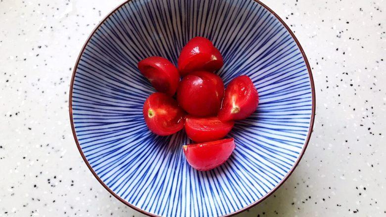 不一样的早餐手抓饼,<a style='color:red;display:inline-block;' href='/shicai/ 89994'>小番茄</a>洗净之后对半切开