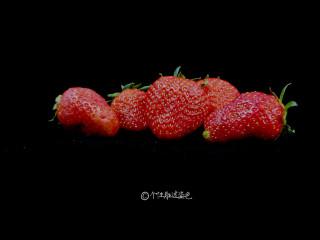 自制水果茶,准备一些新鲜草莓