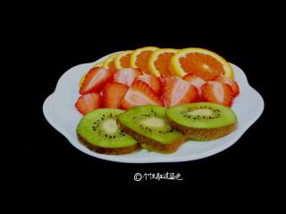自制水果茶,把水果切成厚度1-2mm的片