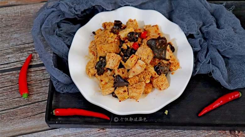 凉拌冻豆腐,最适合炎炎夏日,说做就做,开始今日的小菜分享~