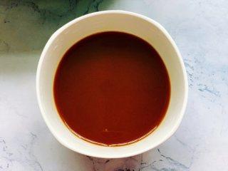 锅包豆腐,开始调酱汁,准备一个小碗,在碗里加入小半勺盐、2勺生抽、1勺香醋、2勺番茄酱、1勺白糖、1大勺红薯淀粉和半碗清水,用筷子搅拌均匀备用。