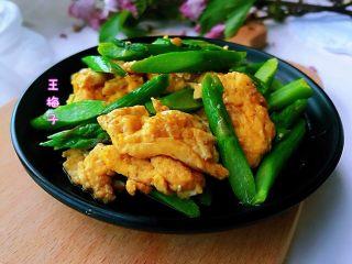 芦笋炒鸡蛋,嫩绿清爽,营养健康,好吃又好看,全家老少都适合,大有一盘子止不住的节奏。