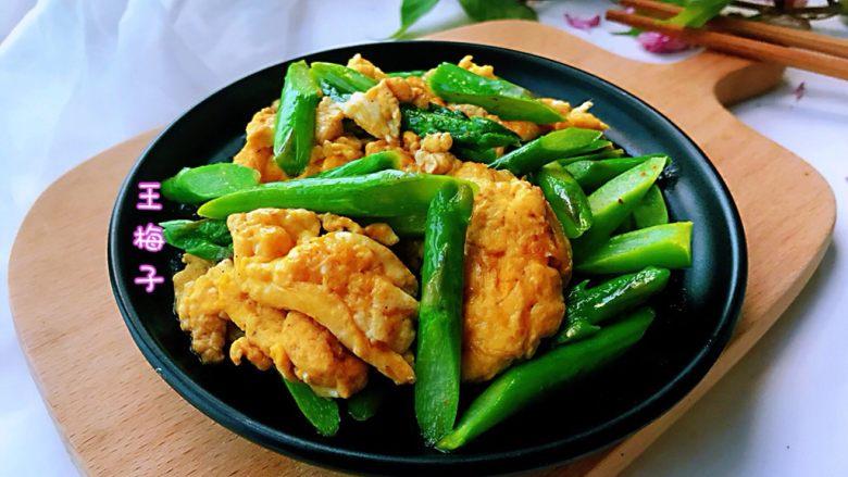 芦笋炒鸡蛋,嫩绿清爽,营养健康,好吃又好看。