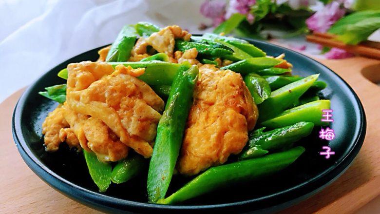 芦笋炒鸡蛋,全家老少都适合,大有一盘子止不住的节奏。