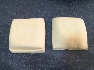 彩蔬焖豆腐,豆腐过一下水,洗一下