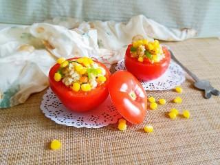 玉米粒番茄盅,表面撒上煮好的玉米粒  增加食欲