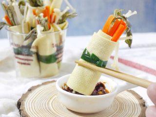 豆腐皮卷香椿