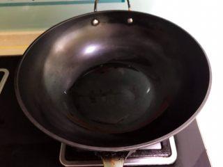 爆炒香辣猪血,炒锅烧热后加入菜籽油
