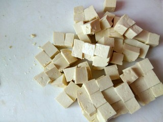 香辣肉沫豆腐,豆腐切小块